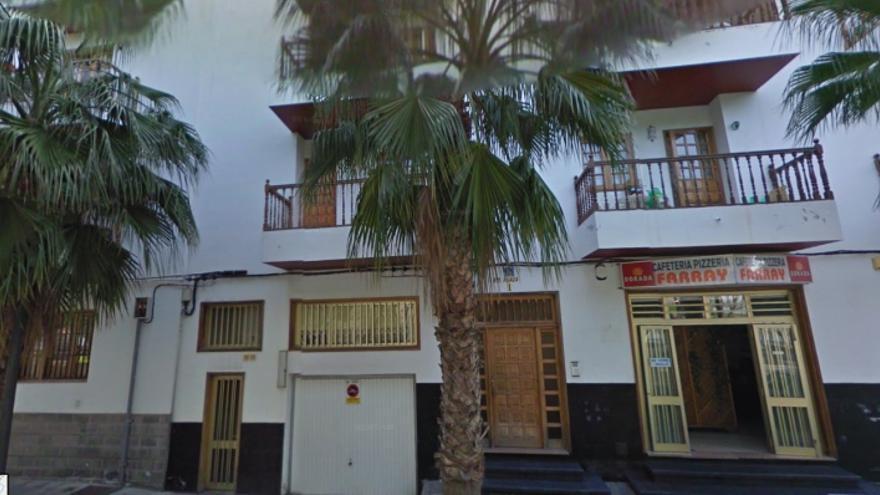 Edificio desalojado, en la plaza San Lorenzo, Arona