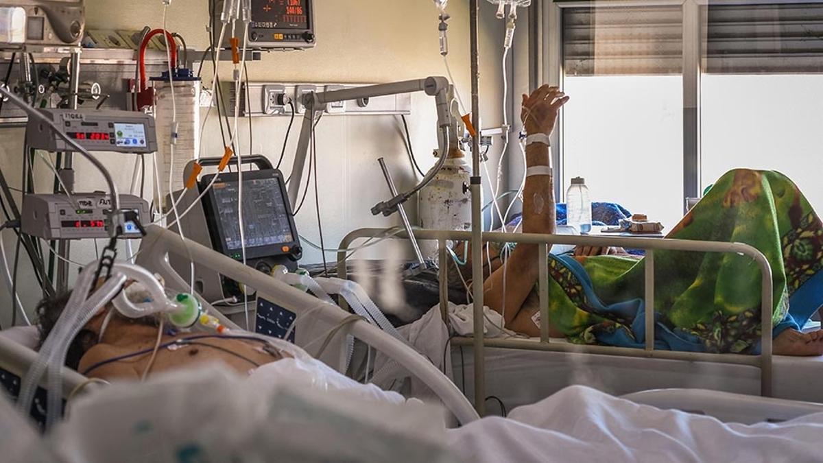Hay 2.103 personas en terapia intensiva