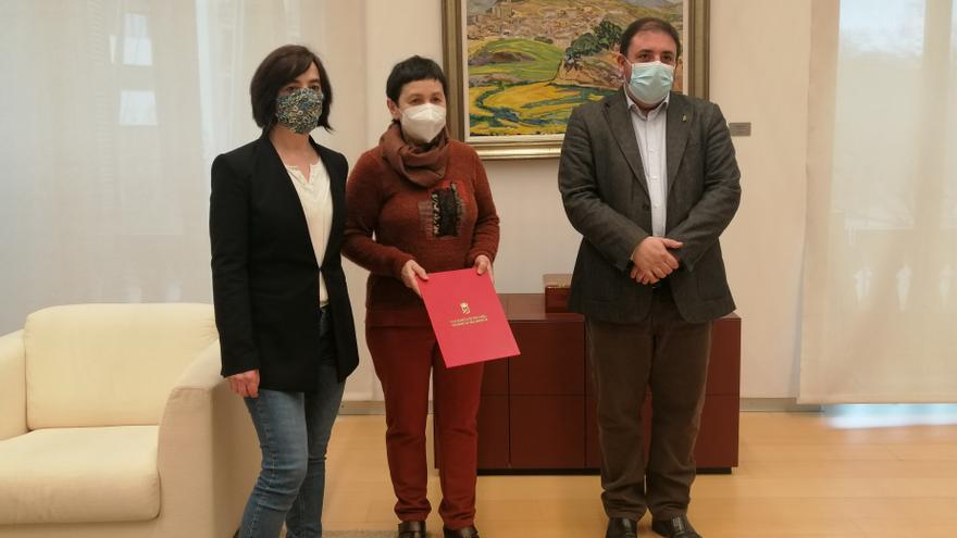 Unai Hualde se reúne con familiares de Mikel Zabalza