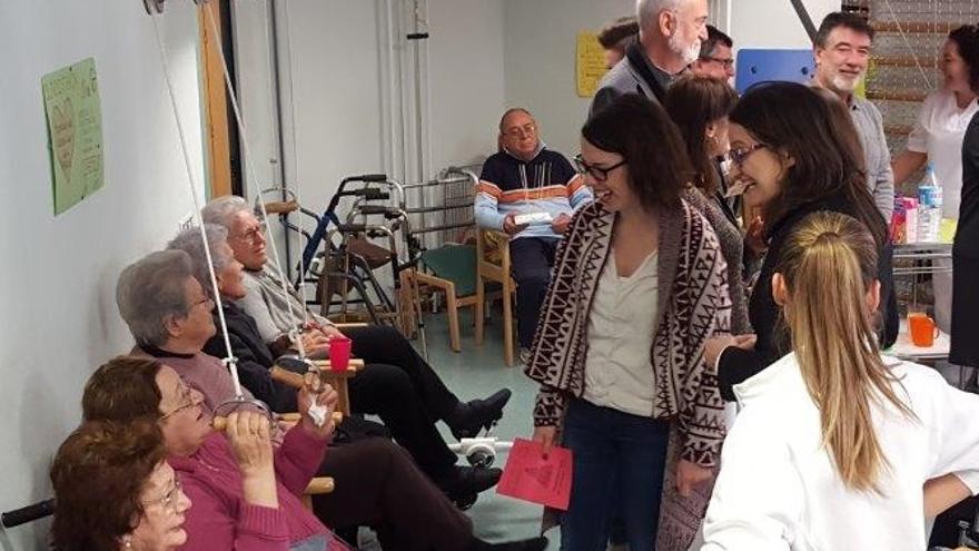 Mónica Oltra ha visitado la residencia de la tercera edad de Carlet.