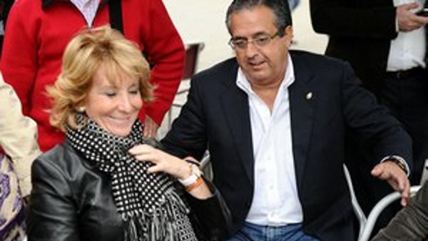 Antonio Alarcó con Esperanza Aguirre, este miércoles. (ACFI PRESS)