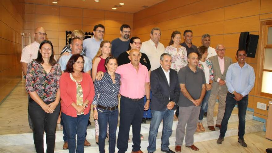 Mario Cabrera, junto a los consejeros del Cabildo de Fuerteventura.