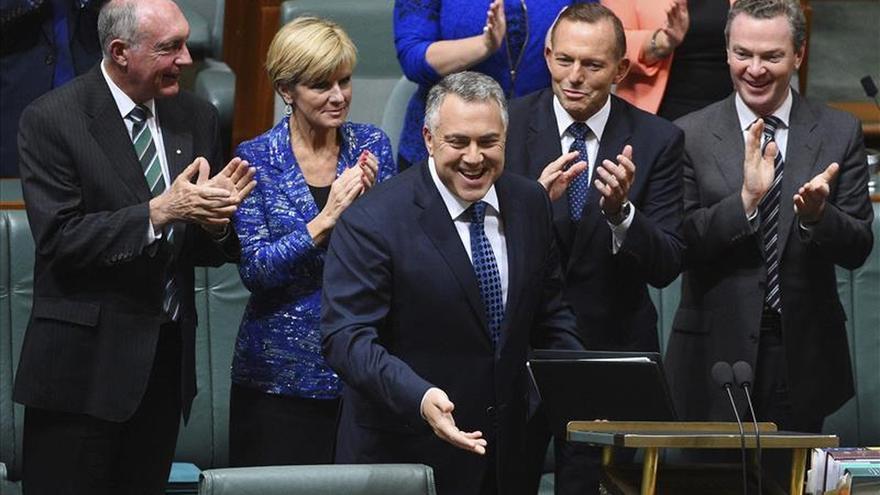Australia recorta en ayuda internacional y a los turistas trabajadores