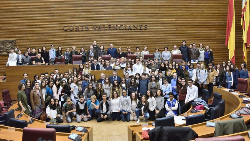 Jóvenes valencianos debaten en les Corts sobre los derechos de las personas, el planeta, la prosperidad y la paz
