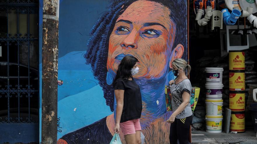 Figuras negras ignoradas ganan relevancia en los muros de Rio de Janeiro