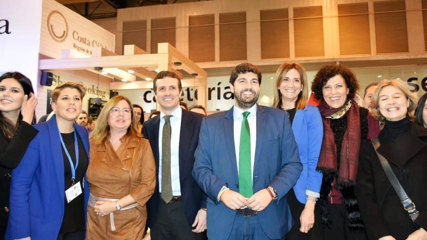 El presidente de la Región de Murcia, Fernando López Miras, en FITUR junto a Pablo Casado y a la alcaldesa de Archena