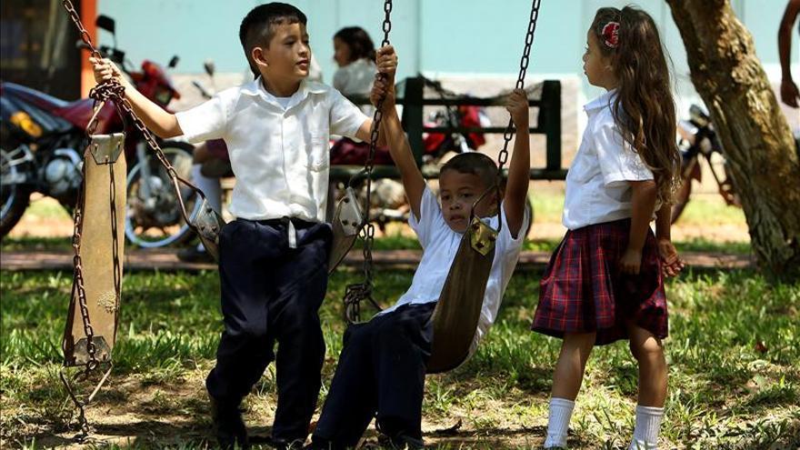 Colombia suspende las solicitudes de extranjeros para la adopción de niños