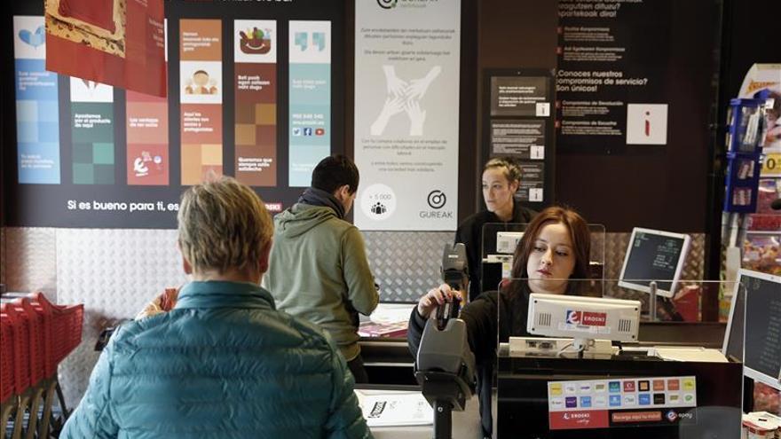 El primer supermercado gestionado por discapacitados supera las expectativas