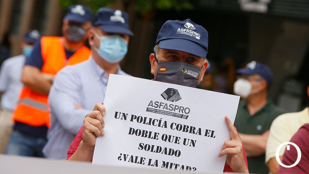 Concentración bajo el lema 'Carrera y retribuciones dignas' convocada por ASFASPRO