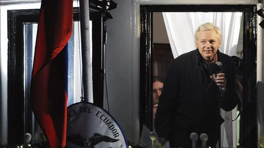 Ecuador dice que mantiene comunicación con Reino Unido sobre Assange pero sin avances