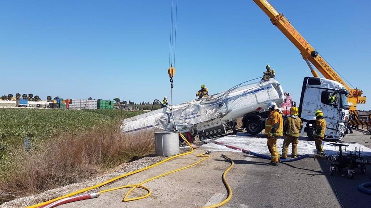 Imagen de archivo de un camión accidentado