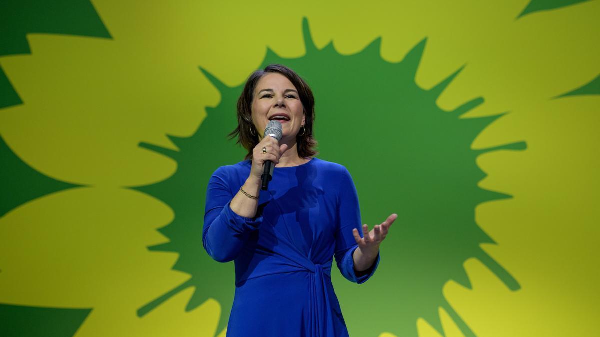 La candidata de Los Verdes, Annalena Baerbock, reacciona a los primeros resultados de la elecciones alemanas