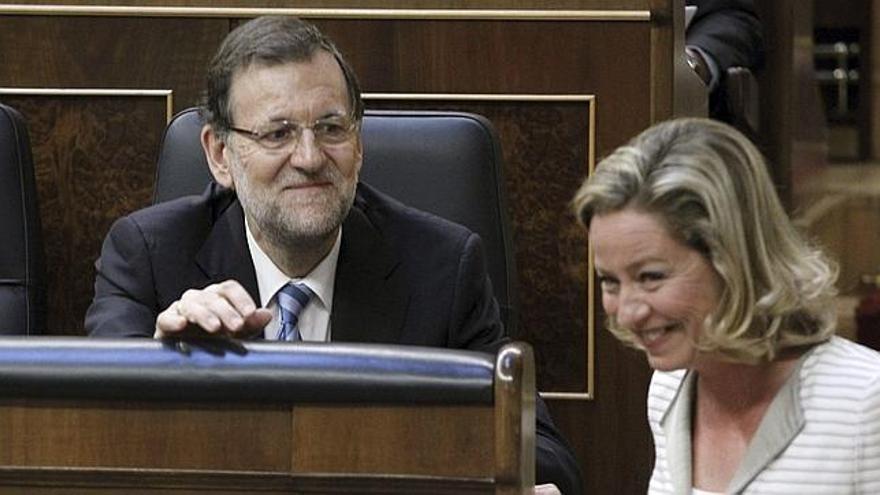 Ana Oramas y Mariano Rajoy, en el Congreso de los Diputados. (EFE)