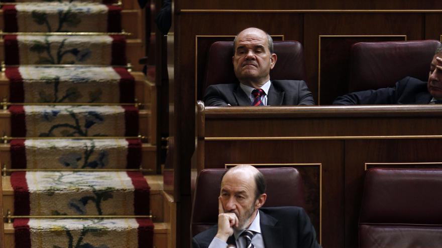 Rubalcaba anula su pregunta a Rajoy en el Congreso, afectado tras el fallecimiento de una amiga
