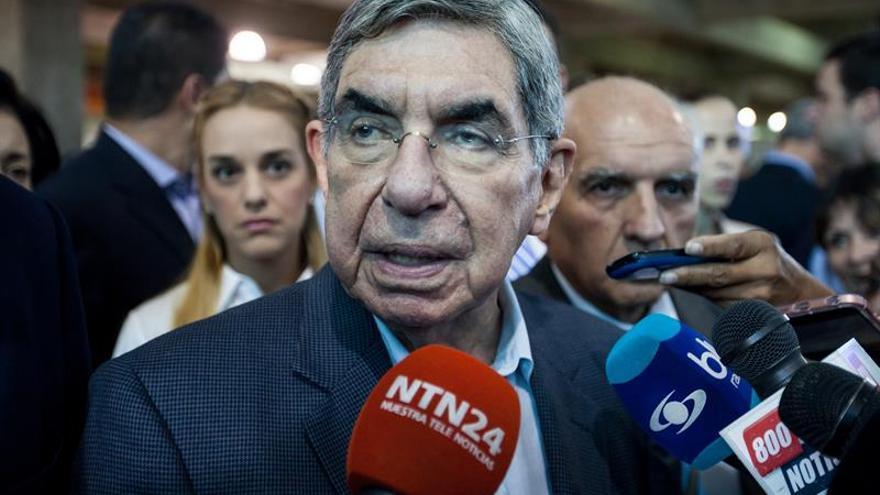 Óscar Arias dice que invadir países es parte de la política exterior de EE.UU.
