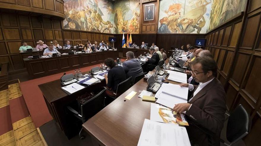 El presidente del Cabildo de Gran Canaria, Antonio Morales, presidió el Pleno que la coorporación en el que se han tratado diversos asuntos.  EFE/Ángel Medina G.