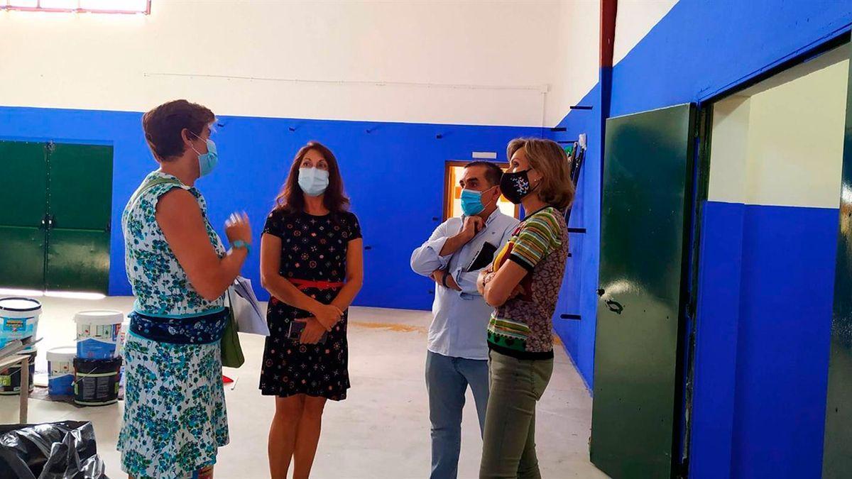 Troncoso visita las obras en un centro educativo de Córdoba, en una imagen de archivo.
