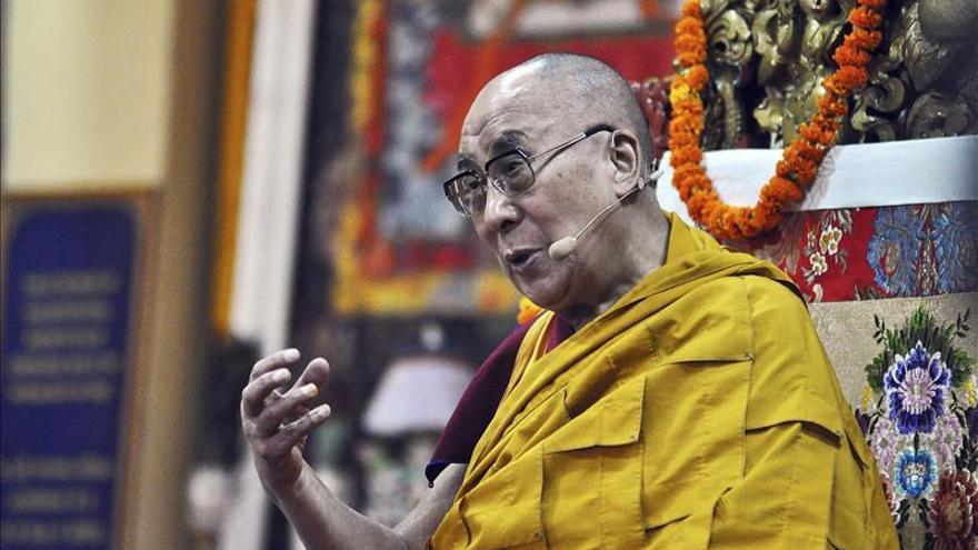 """El dalai lama sorprende al hablar de una sucesora y que debería ser """"atractiva"""""""