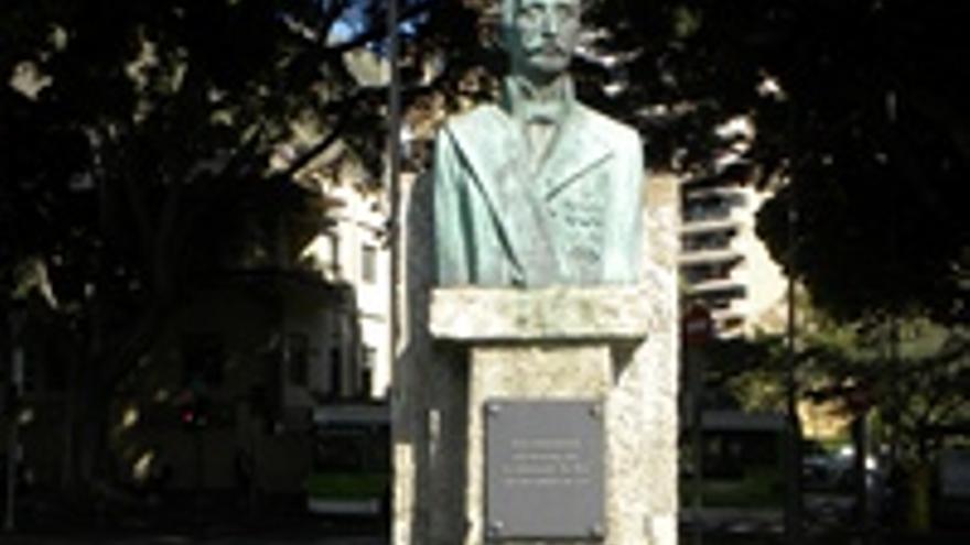 El monumento en honor de Juan Bautista Antequera y Bobadilla, almirante y ministro español.