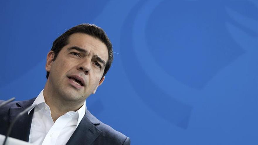 Grecia empieza el año con nuevos impuestos y sin visos de cobrar el nuevo tramo