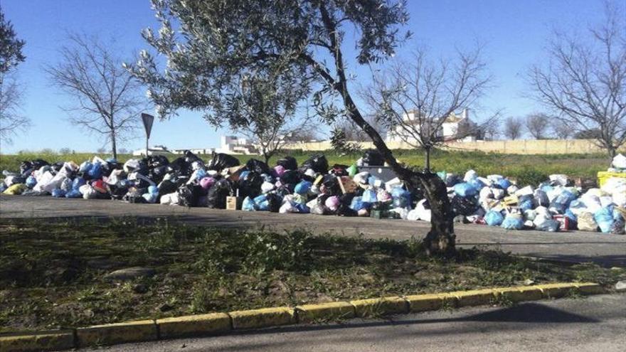 Segundo día de huelga deja 700 toneladas de basura en las calles de Sevilla