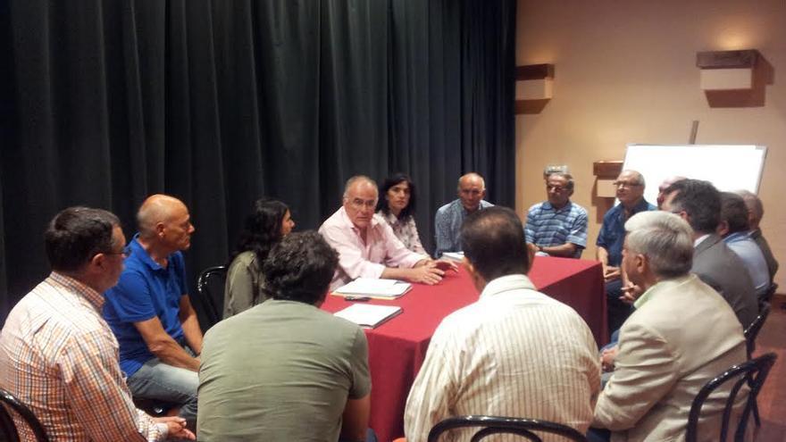 En la imagen, reunión sobre el proyecto inicial para mejorar el suministro hidráulico de El Paso.