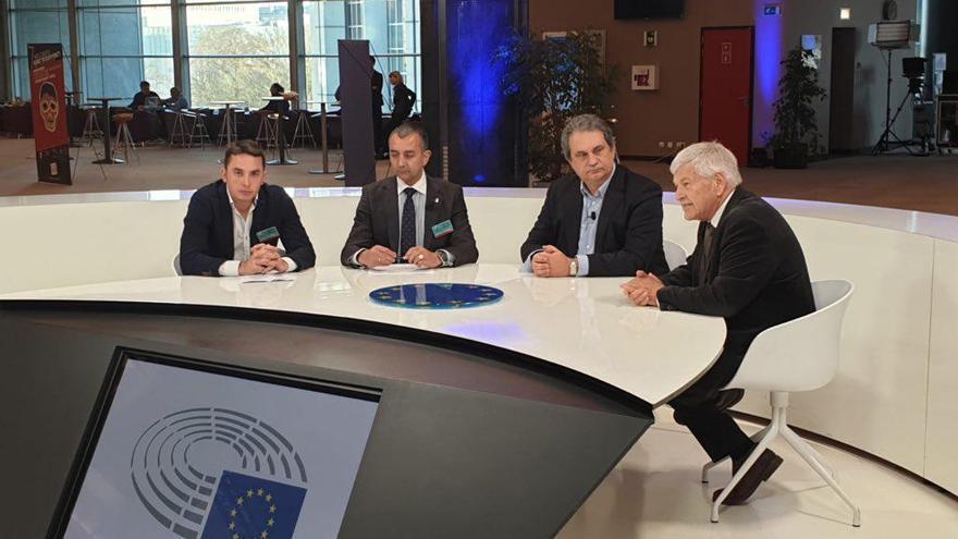 Los portavoces de Falange y Democracia Nacional, en el Parlamento Europeo.