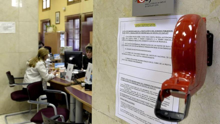 Los sindicatos temen que la privatización recorte los derechos de los parados con menos preparación