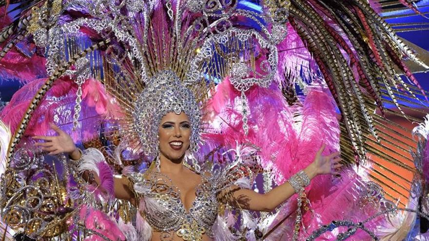 "La exmiss Esther Pérez, una reina ""Grandiosa"" para el carnaval de Las Palmas"