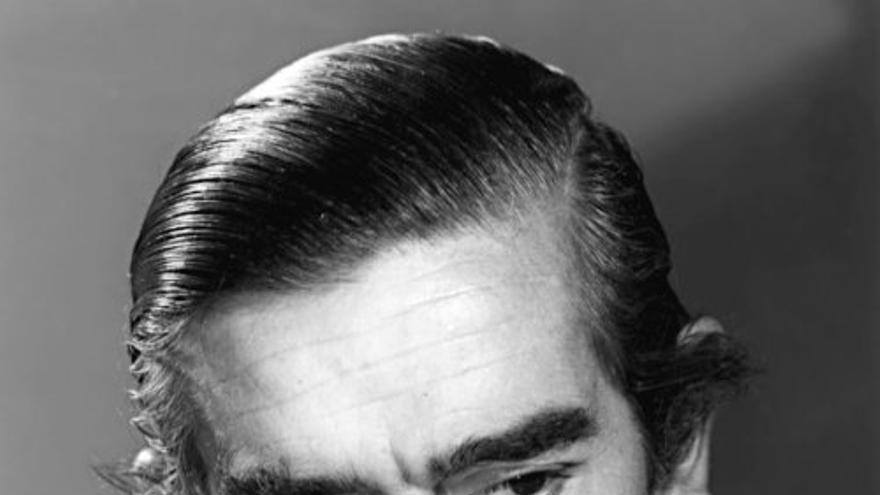 En 1952 Josefina se casó en Madrid con el escritor Ignacio Aldecoa, que formaba parte de su círculo de amistades literarias, entre las que se encontraban Rafael Sánchez Ferlosio, Carmen Martín Gaite o Rafael Azcona. Cuando Ignacio Aldecoa murió en 1969, Josefina tomó su apellido y firmó en adelante sus obras como Josefina Aldecoa.