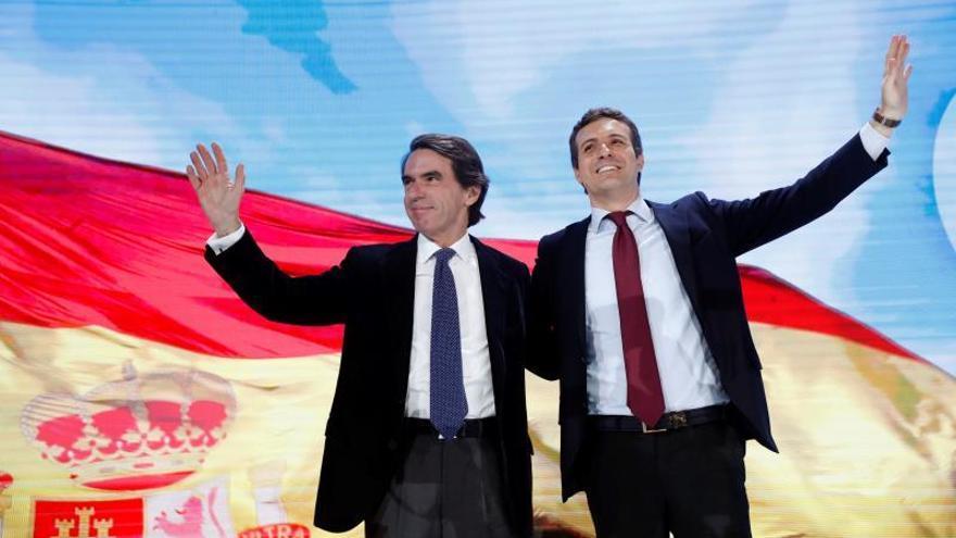 Aznar es recibido en la convención del PP con el auditorio puesto en pie