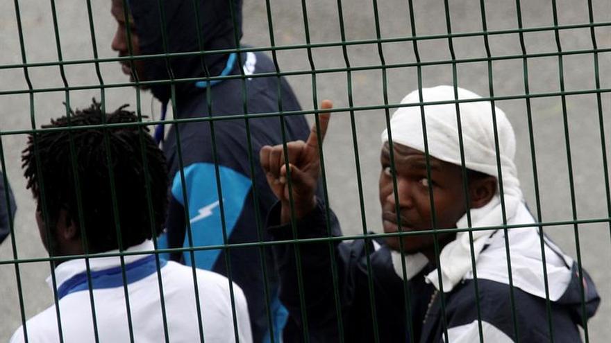 Se reanudan las salidas de inmigrantes del CETI de Ceuta