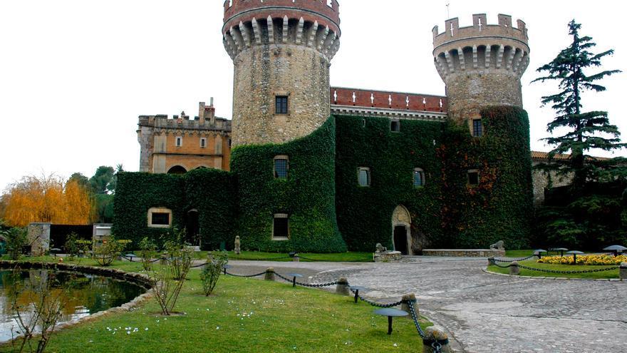 Imatge del Castell de Peralada, adquirit per Damià Mateu el 1923. / Foto: Lohen11