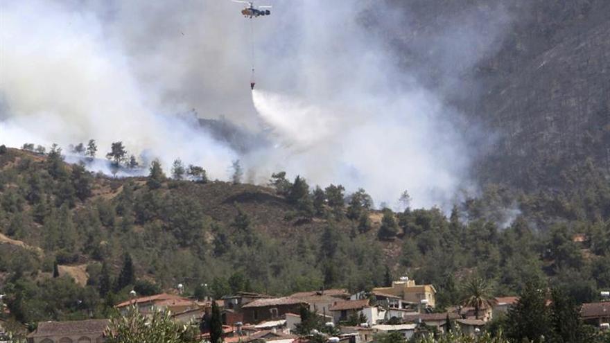 Los incendios en Chipre causan un herido grave y ponen en alerta a las autoridades