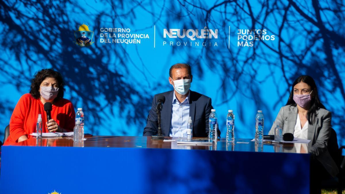 Vizzotti en conferencia de prensa junto al gobernador neuquino, Omar Gutiérrez