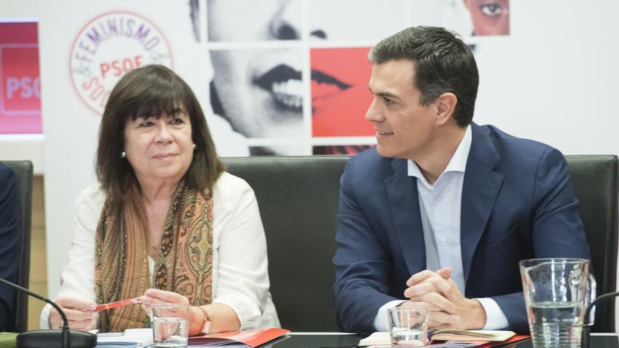 Pedro Sánchez junto a Cristina Narbona durante la reunión de la Ejecutiva.
