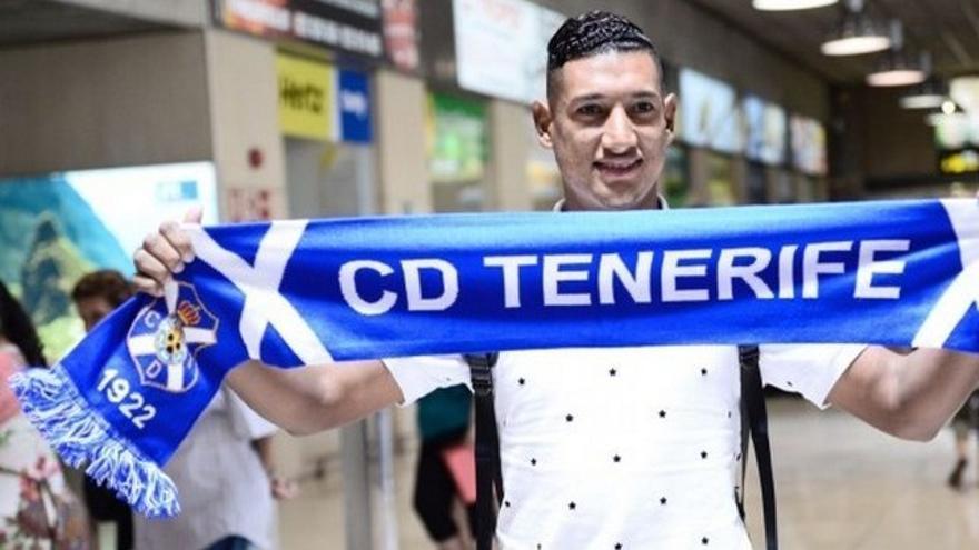 Bryan Acosta a su llegada a Tenerife