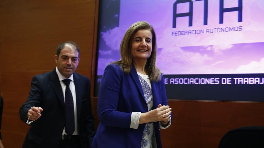 Báñez anuncia que los autónomos podrán contratar sin perder la tarifa plana de 50 euros