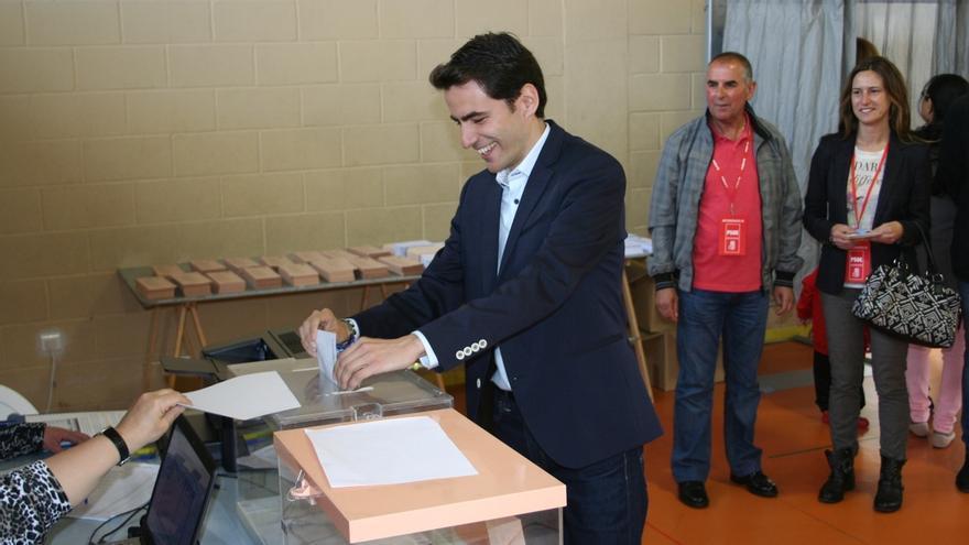 """Casares llama a votar """"con fuerza e ilusión"""", convencido de que """"hoy comienza una nueva etapa"""" en Santander"""