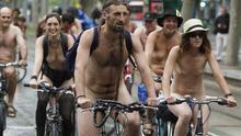 Ciclistas desnudos por el centro de Valladolid para pedir espacio y respeto