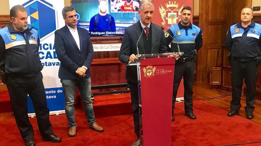 Francisco Linares, alcalde de La Orotava, en la presentación del agente tutor