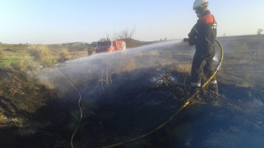 Extinguido un fuego forestal en Andosilla que ha afectado a media hectárea de matorral y monte bajo