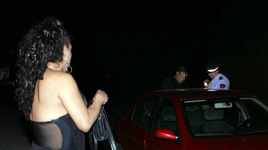 Más del 80 por ciento de los jóvenes madrileños legalizaría la prostitución