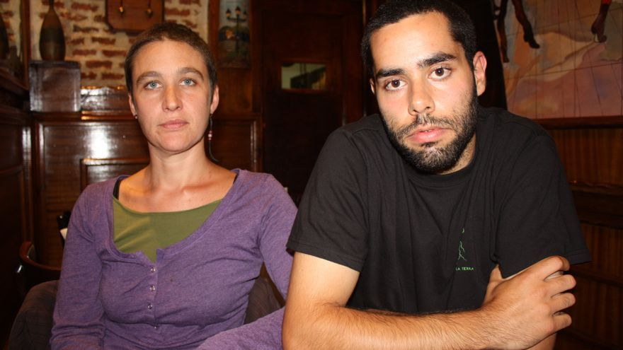 Gabriel y Ainhoa, dos de las personas arrestadas el 25S. Grabaron con el móvil su propio arresto. Madrid, 29 de septiembre (Foto: Olga Rodríguez)