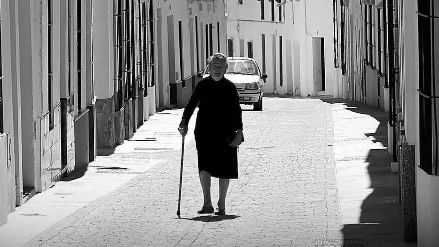 Pueblo Extremadura Ancianos pensiones demografía despoblación envejecimiento