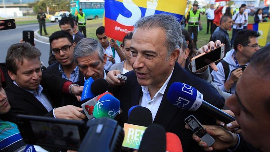 El vicepresidente colombiano le dice a Maduro que el proceso de paz fue transparente