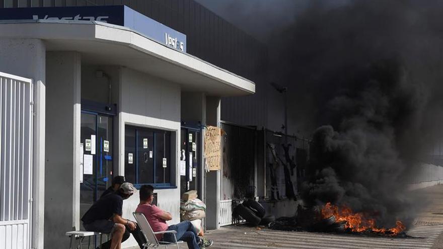 Gobiernos central y autonómico se reúnen para evitar el cierre de la planta de Vestas