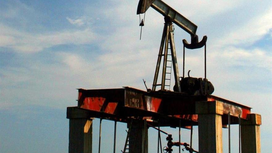 El precio del petróleo de Texas baja un 1,35 % y cierra en 44,El petróleo de Texas abre con un descenso de 1,38 % hasta 42,81 dólaresdólares el barril