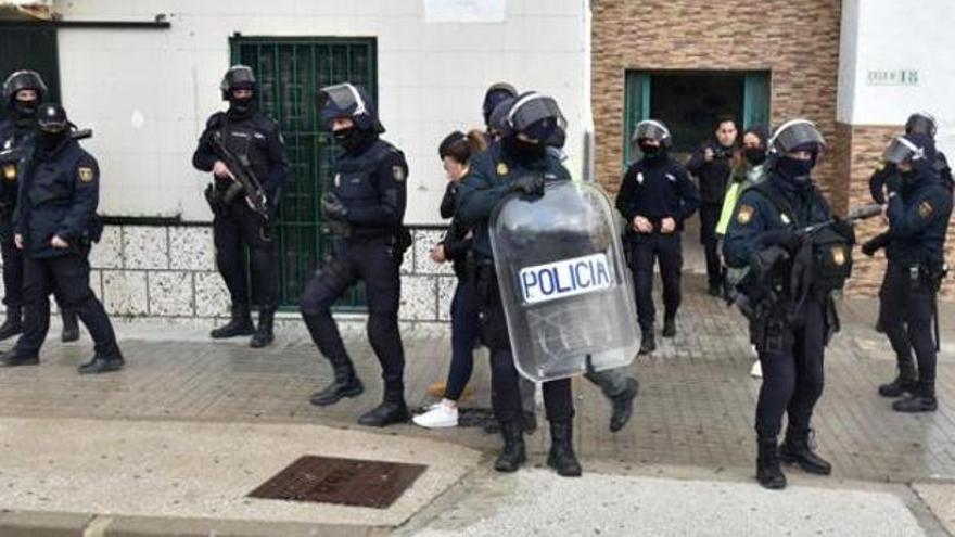 Redada de la Policía Nacional en un domicilio de Algeciras (Cádiz).