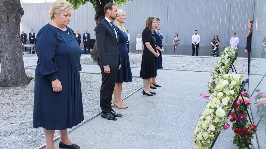 Solberg y Stoltenberg apelan contra el odio en el aniversario de los ataques de Breivik